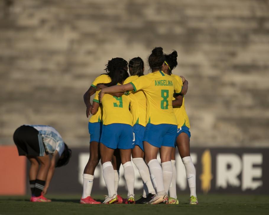 Selecao feminina - 3 a 1: seleção feminina derrota Argentina em amistoso no Amigão