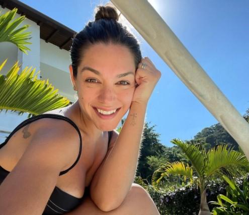 "THAIS FERSOZA insta - Thais Fersoza, esposa de Michel Teló posta foto nas redes sociais e fãs criticam magreza: ""Precisa se alimentar"""