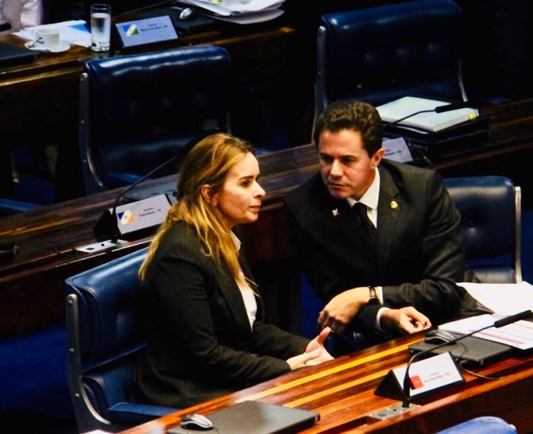 Veneziano Daniela - Senadores paraibanos relutam em concorrer à eleição ao governo