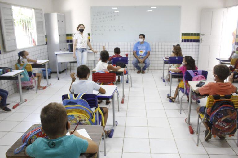WhatsApp Image 2021 09 01 at 12.25.35 768x512 1 - Prefeito de São Bento visita escolas da zona rural e urbana, no retorno das aulas presenciais do município