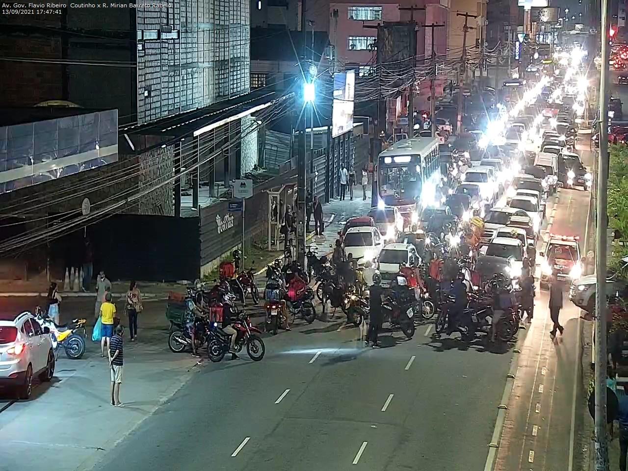 WhatsApp Image 2021 09 13 at 17.49.56 - PEDEM JUSTIÇA: motoboys realizam protesto no retão de Manaíra, em João Pessoa, contra morte de motociclista; VEJA VÍDEO