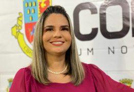 Karla Pimentel assina ordem de serviço da escola Noêmia Alves nesta quarta