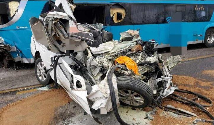 ac - Acidente entre carro e ônibus da Progresso deixa mortos na BR-232
