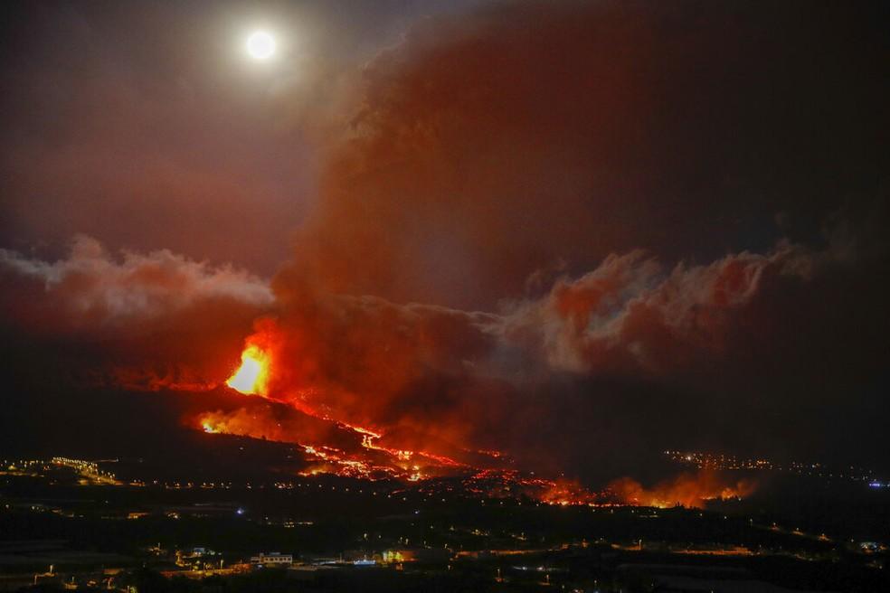 ap21264312351560 - Vulcão de La Palma destrói 320 construções e 154 hectares de terra - VEJA VÍDEO