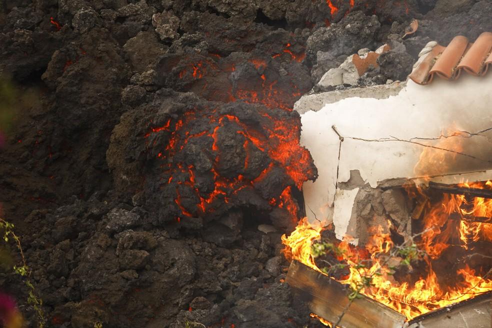ap21264315652408 - Vulcão de La Palma destrói 320 construções e 154 hectares de terra - VEJA VÍDEO