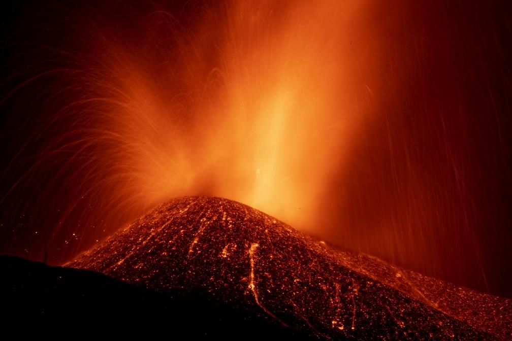 ap21266269982171 - ALERTA! Erupção de vulcão ganha força e ameaça mais 3 cidades nas Canárias