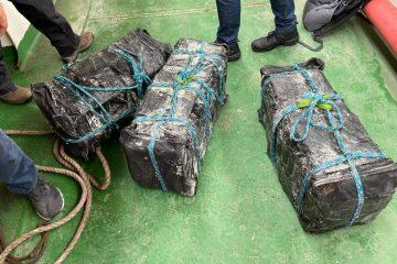 Após 10 horas cavando, PF encontra 155kg de cocaína escondida em carga de açúcar em navio