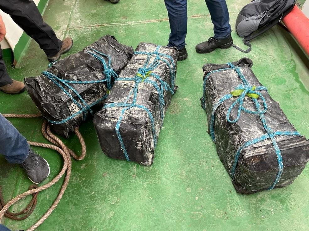 apreensao cocaina pf - Após 10 horas cavando, PF encontra 155kg de cocaína escondida em carga de açúcar em navio