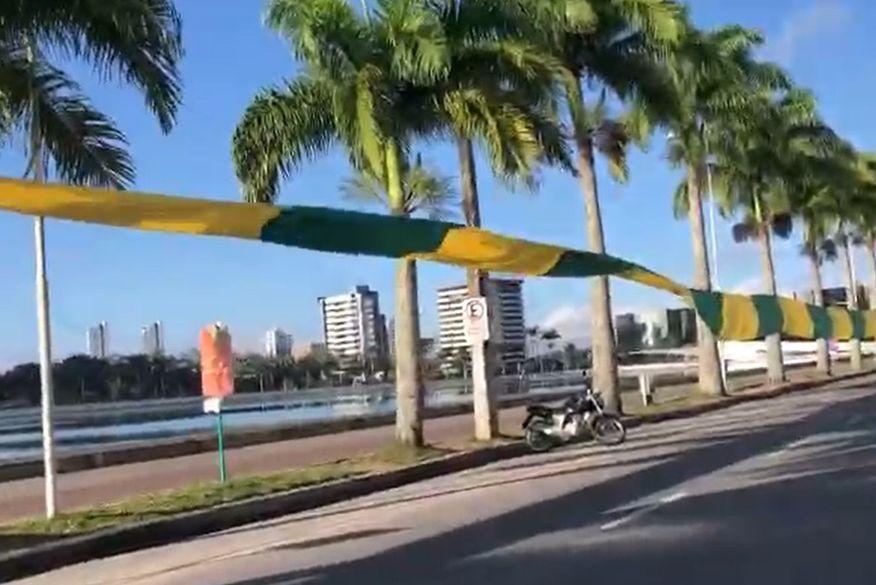 bandeira acude velho 2 - Apoiadores de Bolsonaro erguem bandeira verde e amarela de 3 mil metros no Açude Velho