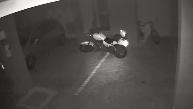 bcd4d940 0ce6 11ec 928e a000142336b9 - Mecânicos analisam o que pode ter feito moto andar sozinha em estacionamento de Londrina; VEJA VÍDEO