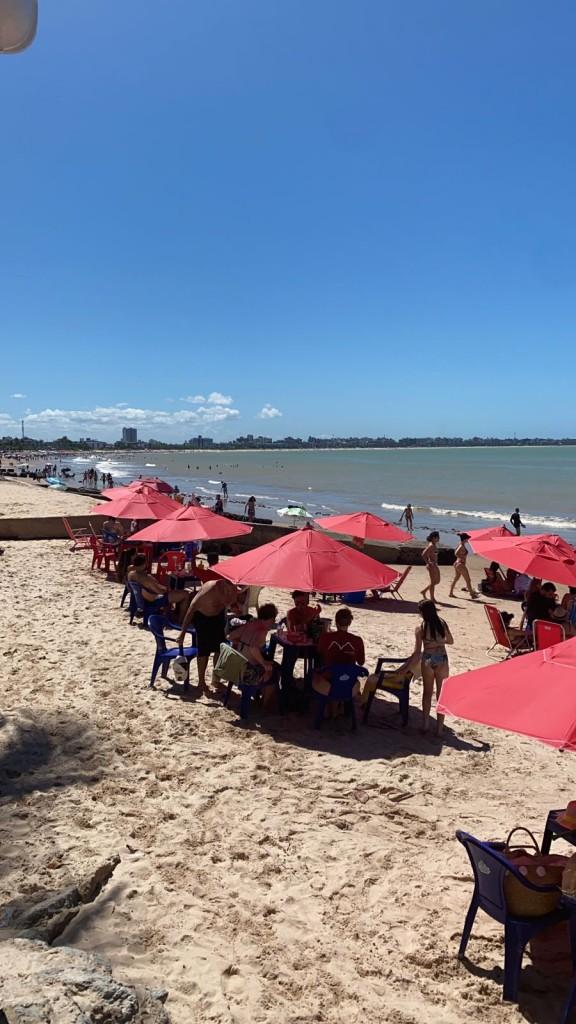 bessa - LONGE DAS MANIFESTAÇÕES: Praias de JP registram grande acúmulo de pessoas neste feriado