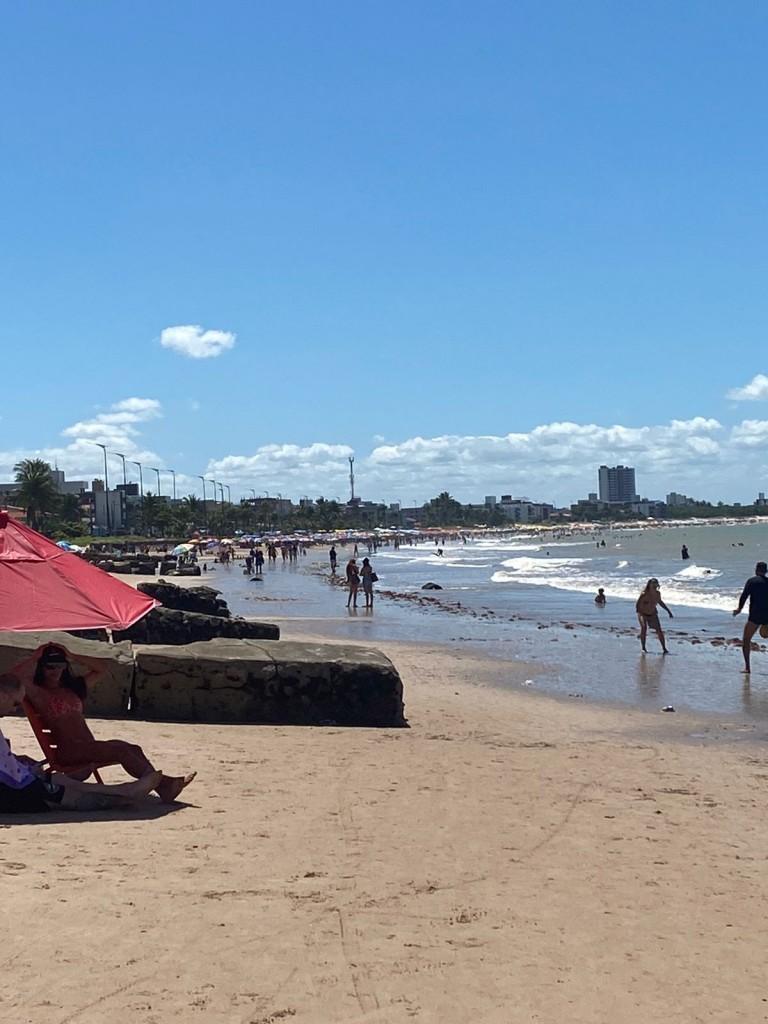 bessa2 - LONGE DAS MANIFESTAÇÕES: Praias de JP registram grande acúmulo de pessoas neste feriado