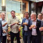 bolsonaro pizza 150x150 - Sem estar vacinado contra a Covid-19, Bolsonaro come pizza na rua em Nova York; ministro Queiroga está na comitiva