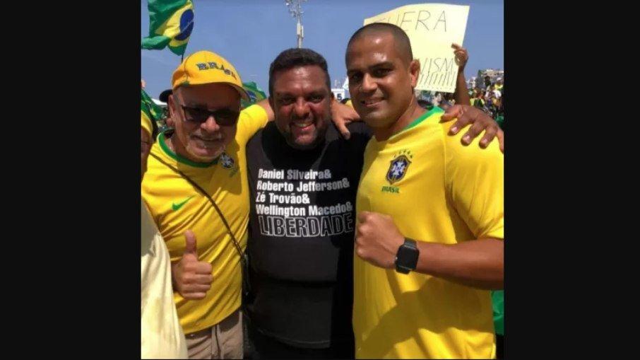 ce2k3tizfbf7fg2stguu1avfg - CHAGAS BOLA: PM amigo de Queiroz e aliado de Flávio Bolsonaro ganha cargo público no Rio de Janeiro