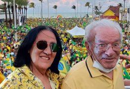"""7 DE SETEMBRO: Antônio Barros e Cecéu participam de manifestação e """"batem coração"""" por Bolsonaro"""