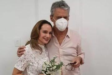 chico buarque casamento 360x240 - Discretos, Chico Buarque e Carol Proner se casam no Rio de Janeiro; casal estava junto desde 2017