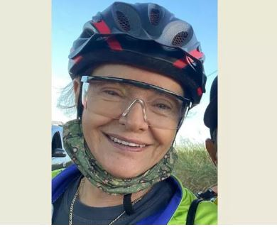 ciclista - Motorista achou que seria assaltada, jogou carro pra cima de ciclistas e matou mulher de 67 anos