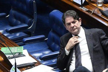 COFRES PÚBLICOS: Cid Gomes freta avião por R$ 54 mil e pede reembolso do Senado