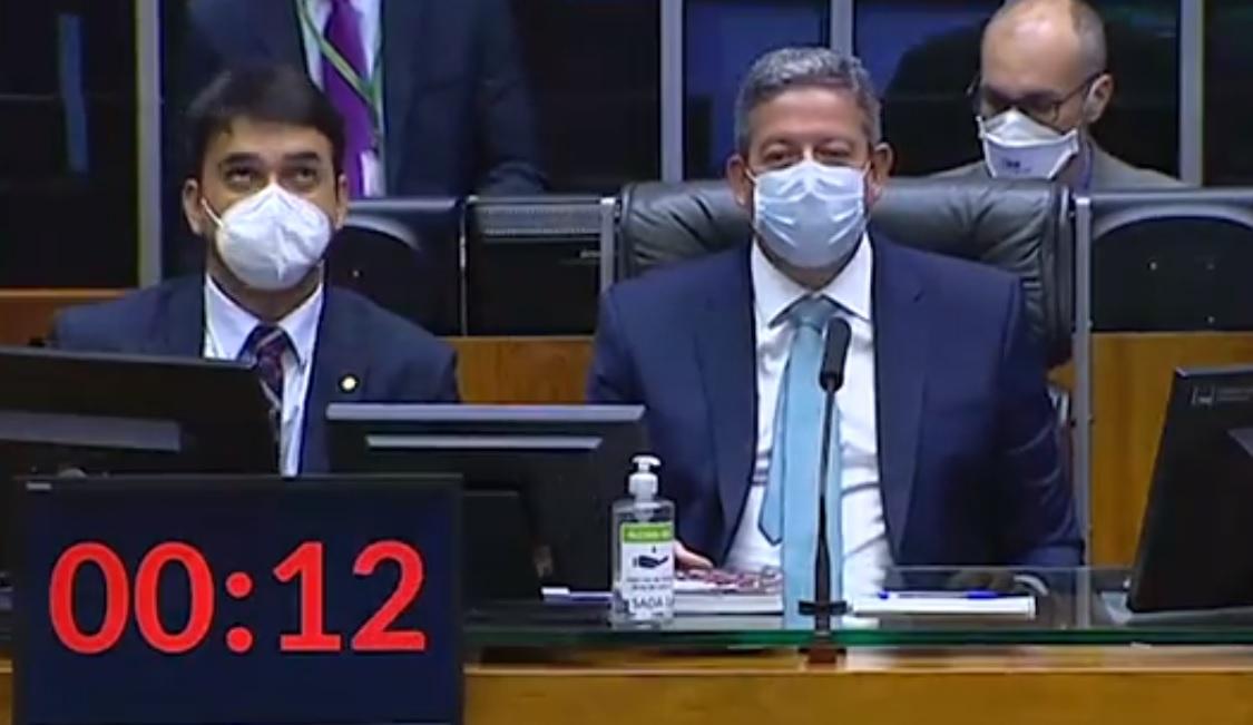 """deputado xinga artur - Deputado não percebe microfone aberto e xinga presidente Arthur Lira: """"Filho da p..."""" - VEJA VÍDEO"""