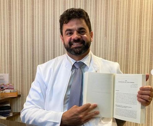 """dr jarques - Prefeito de São Bento, Dr Jarques comemora publicação de mais um livro sobre Urologia: """"Uma vitória"""""""