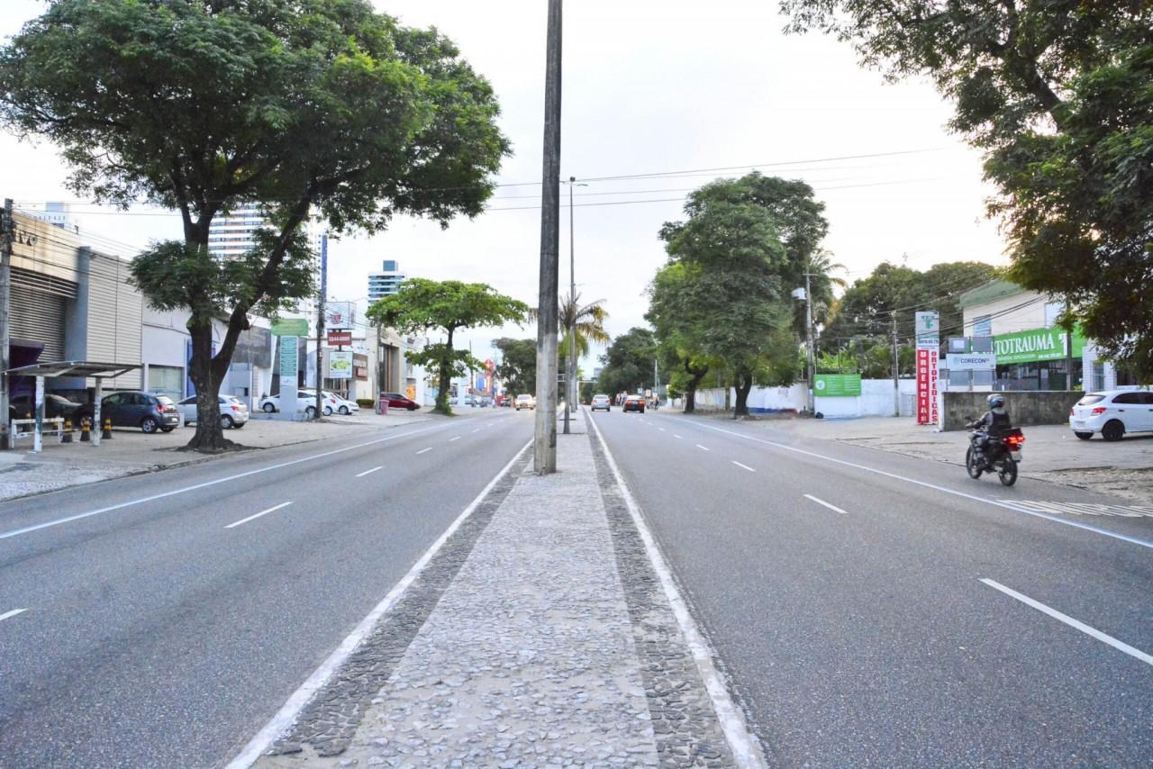 epitacio pessoa - ALTERAÇÃO TEMPORÁRIA: Semob-JP libera faixa exclusiva de ônibus na Av. Epitácio Pessoa após cratera aberta na Av. Pedro II