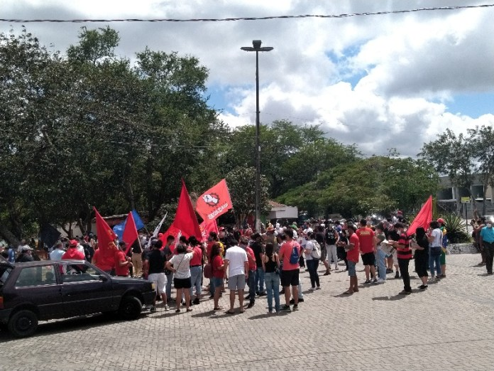 excluidos cg - Campina Grande já registra primeiras manifestações favoráveis e contrárias a Bolsonaro - VEJA IMAGENS