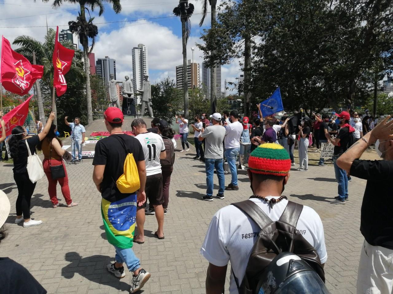 excluidos - Campina Grande já registra primeiras manifestações favoráveis e contrárias a Bolsonaro - VEJA IMAGENS