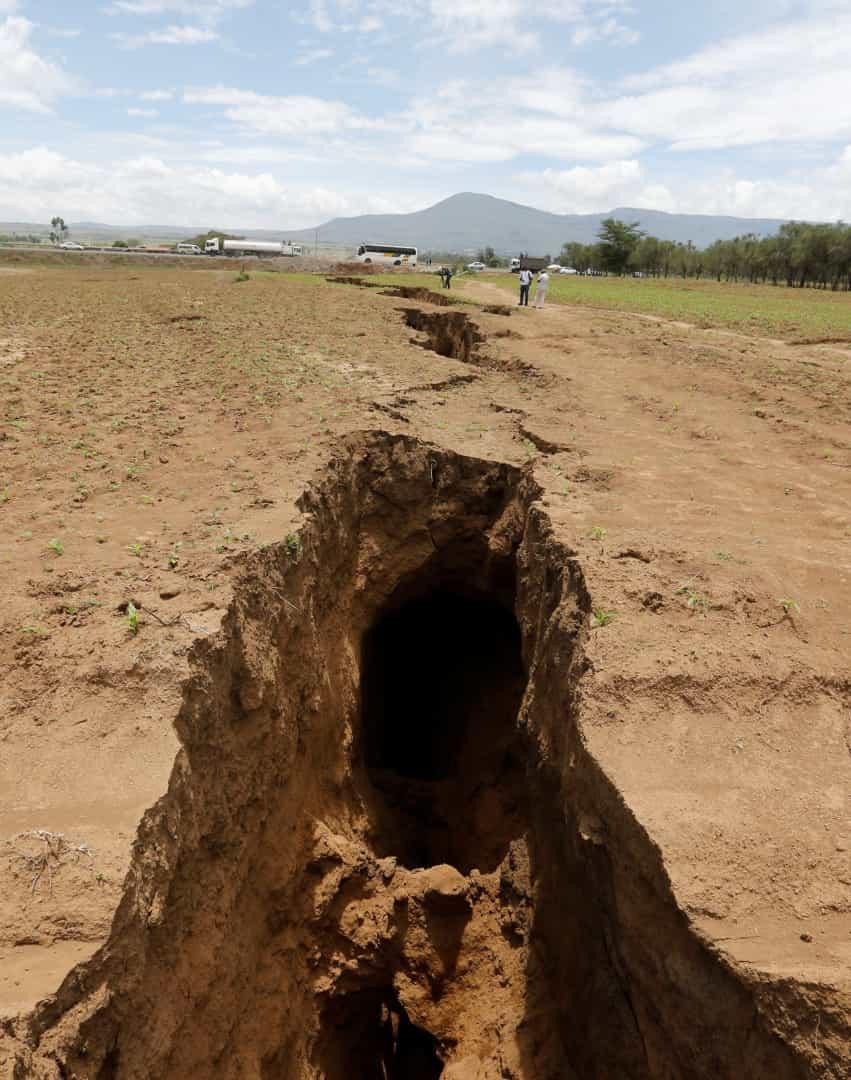 fenda 2 - FENÔMENO NATURAL: Rachadura no Quênia pode ser indício que a África se dividirá ao meio- VEJA IMAGENS