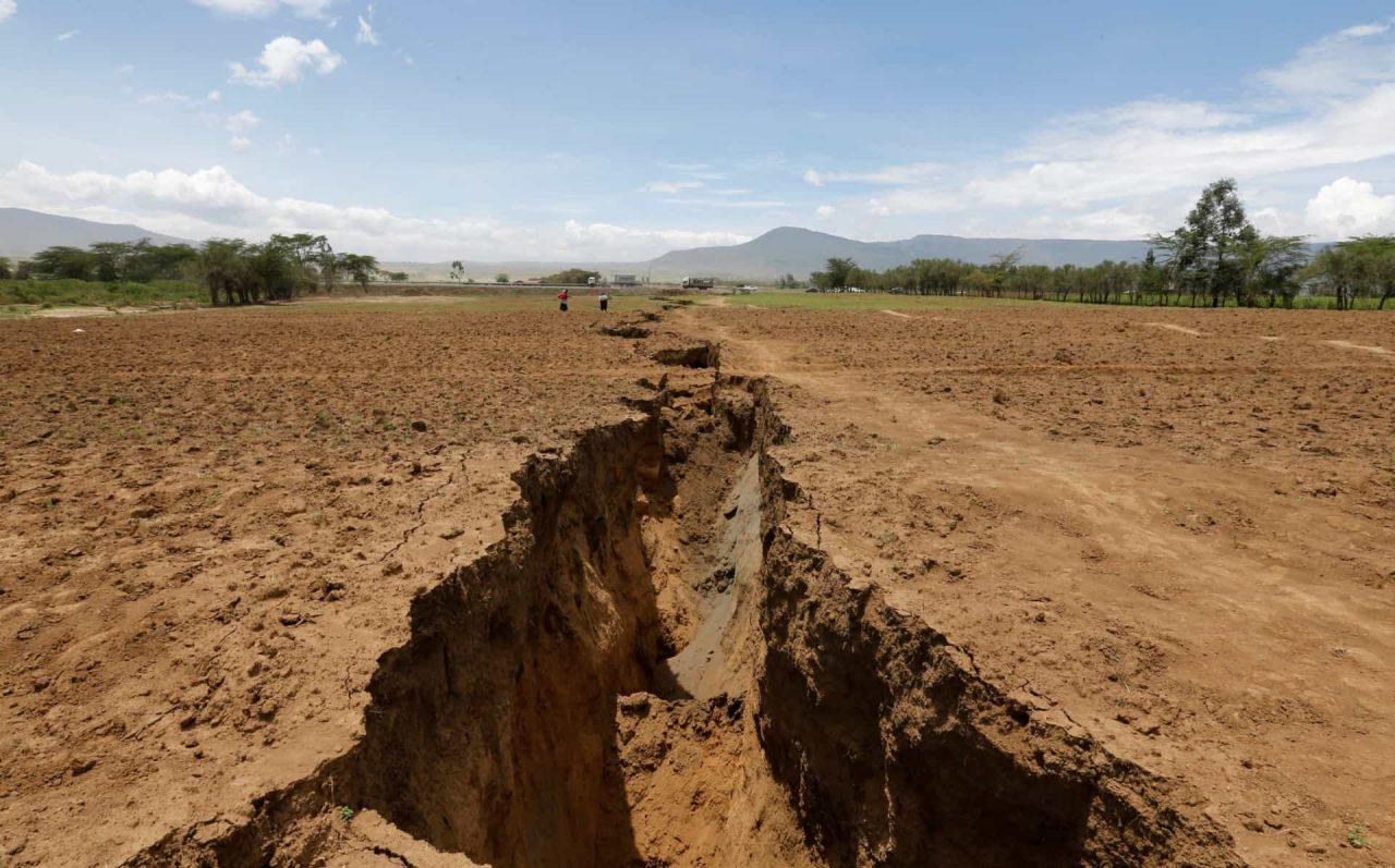 fenda 4 scaled - FENÔMENO NATURAL: Rachadura no Quênia pode ser indício que a África se dividirá ao meio- VEJA IMAGENS