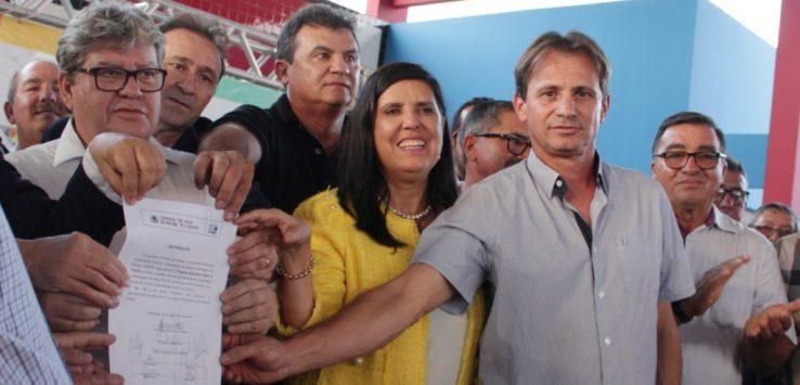 img 201912050857povP e1631646464224 738x355 1 - Vídeo do governador João Azevêdo em Queimadas confirma articulação de Doda e Carlinhos de Tião na conquista do asfaltamento da PB-100