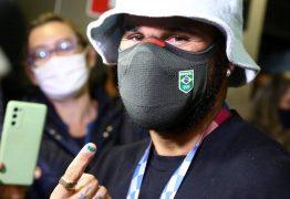 """SUSTO: Surfista Italo Ferreira revela que precisou abandonar avião por suspeita de bomba: """"Que loucura"""""""
