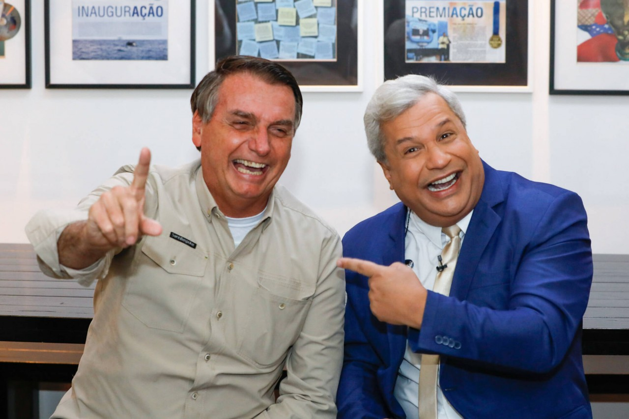 jair bolsonaro e sikera - Datena confronta Bolsonaro ao abordar manifestações, e presidente encontra colo em Sikêra Jr