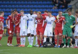 Partida de futebol é suspensa após jogador sofrer mal súbito dentro de campo