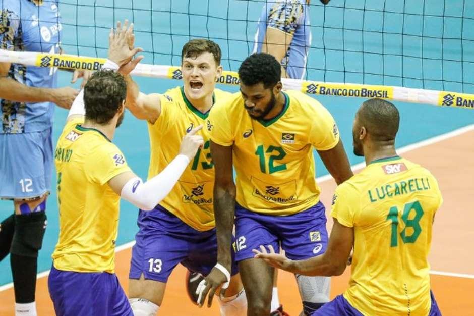 jogadores do brasil festejam titulo sul americano neste domingo william lucas inovafoto cbv - Brasil vence a Argentina e se torna campeão Sul-Americano de vôlei