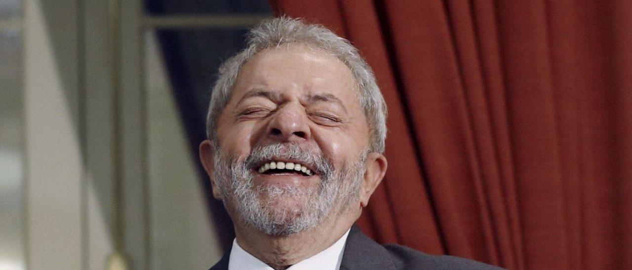 lula rindo scaled - Pesquisa PoderData: Lula venceria Bolsonaro por 55% a 30% no 2º turno