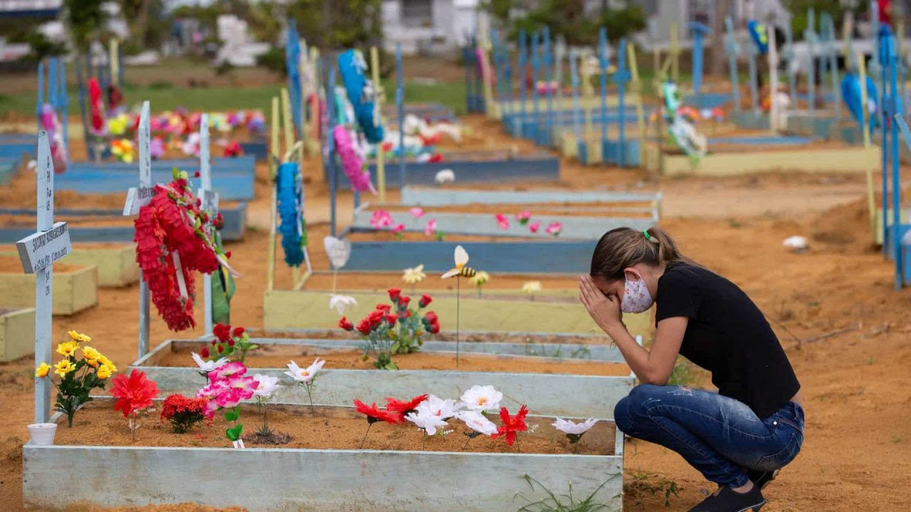 naom 60e587a1ab85f scaled - Brasil registra 751 mortes em 24h; média móvel volta a superar 500 óbitos