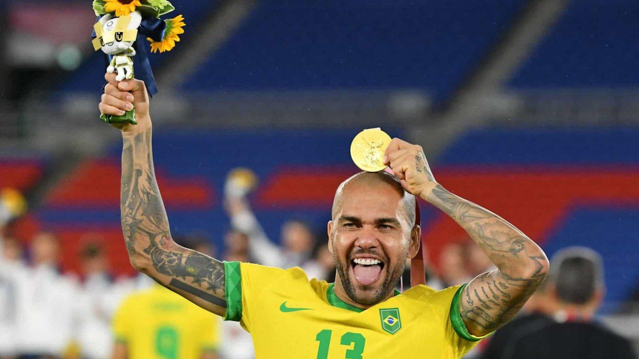 naom 61113d4e39a21 scaled - Daniel Alves tem até sexta para acertar com times do Brasil