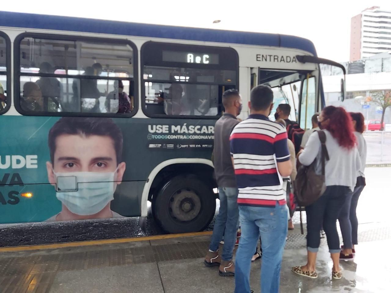 onibus cg - FERIADO DO COMERCIÁRIO: Frota de ônibus estará reduzida nesta segunda-feira em Campina
