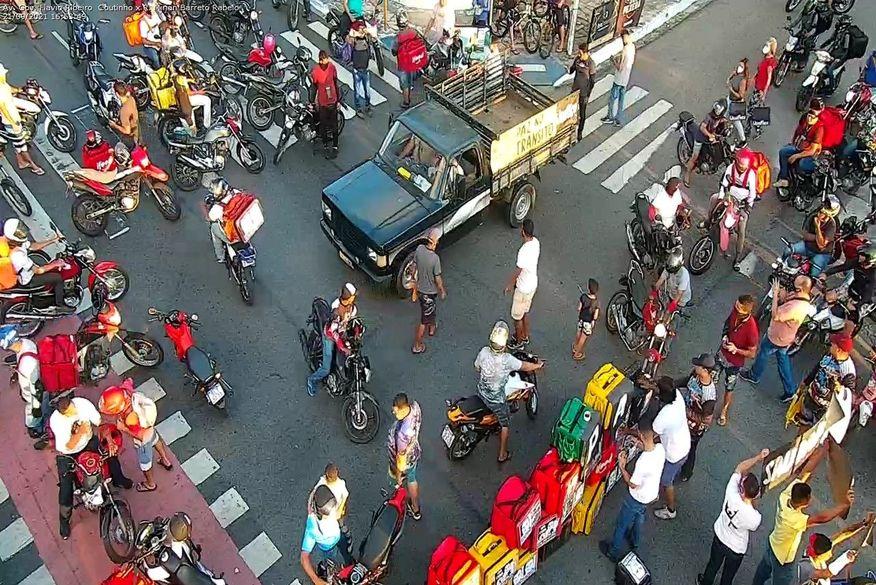 protesto 1 - PROTESTO: pela terceira vez, motoboys fecham Retão de Manaíra e pedem justiça após morte de Kelton Marques
