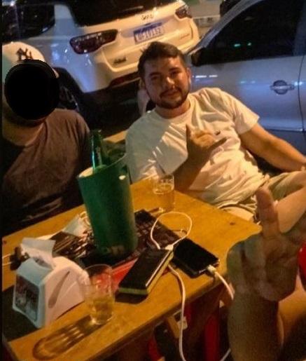 """ruan - TRAGÉDIA! Motoboy morre em acidente envolvendo carro em João Pessoa, e amigos acusam motorista: """"Estava embriagado"""" - VEJA VÍDEO"""