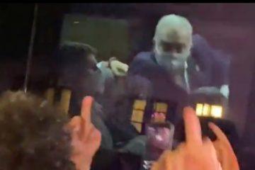 screen shot 2021 09 21 at 00 03 33 600x368 1 360x240 - Ministro da Saúde mostra dedo do meio para manifestantes em Nova York; VEJA VÍDEO