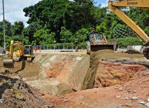 seinfra obra pedroII foto dayseeuzebio 2 300x218 1 - Seinfra inicia trabalho para fechar cratera na Avenida Pedro II; obra deve ser concluída nesta semana