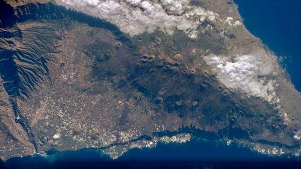 vulcao na costa africana e capaz de provocar ondas gigantes que afetariam ate o brasil 604996 article - Professor da UFPB minimiza chance de tsunami na Paraíba por causa de vulcão: 'nenhum risco'