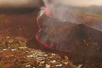 vulcao reuters 360x240 - ILHAS CANÁRIAS: Vulcão continua em erupção em La Palma; aeroporto é reaberto