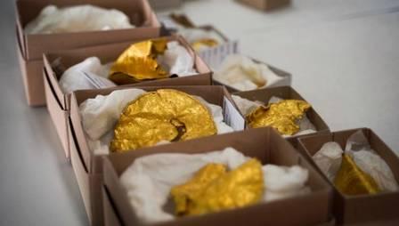 xblog gold 2.jpg.pagespeed.ic .jBkCehFAGp - Caçador de tesouro calouro acha medalhões de ouro de 1.500 anos