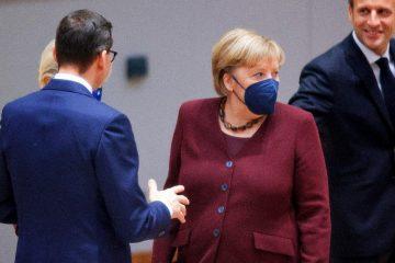 000 9q79vl 1  360x240 - Angela Merkel é aplaudida de pé em sua última cúpula europeia
