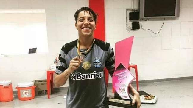 1371064198 615c5dd7292b1 - Ex-goleira de Botafogo, Grêmio e Cruzeiro, Carol Aquino morre aos 25 anos