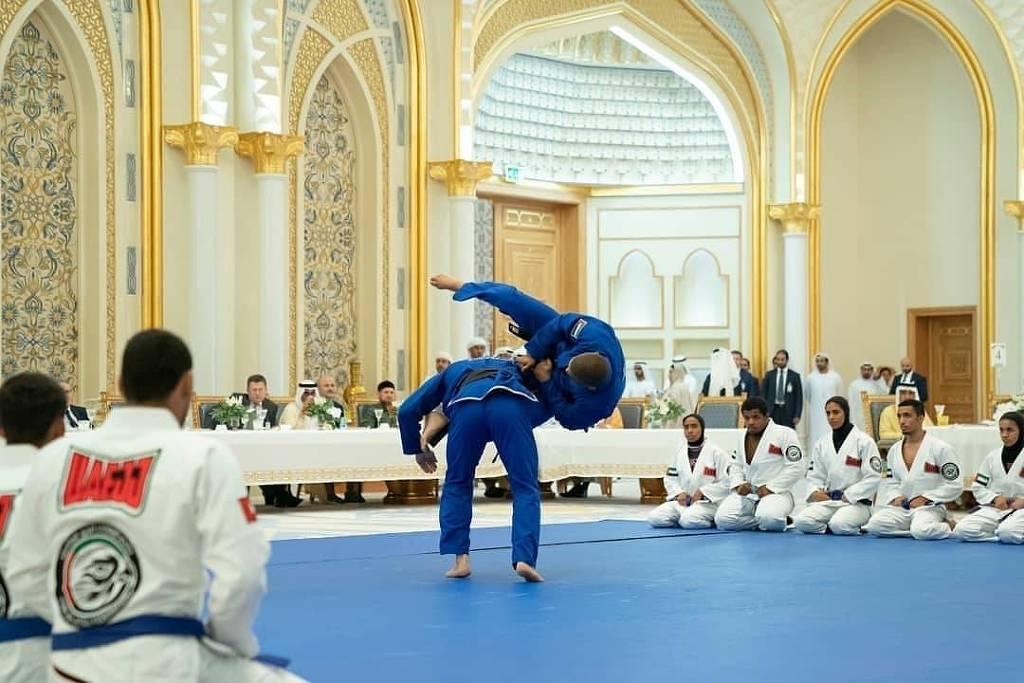 15712536855da76db53f0b6 1571253685 3x2 lg - Jiu-jítsu brasileiro conquista príncipes dos Emirados Árabes