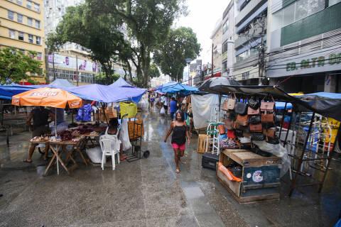 1633577077615e6875270d0 1633577077 3x2 sm - Emprego informal dobra e oscilação na renda empobrece brasileiro