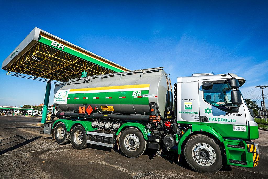 2020 12 02T161929Z 1 LYNXMPEGB11DH RTROPTP 4 PETROBRAS DIVESTITURE REFINERIES 1 - Petrobras anuncia reajuste de preços da gasolina e do diesel; alta vai até 9%